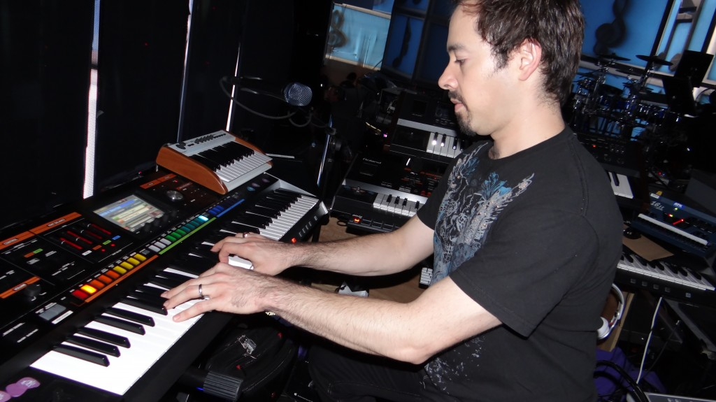Russell Graham playing the Roland JUPITER-80 on American Idol
