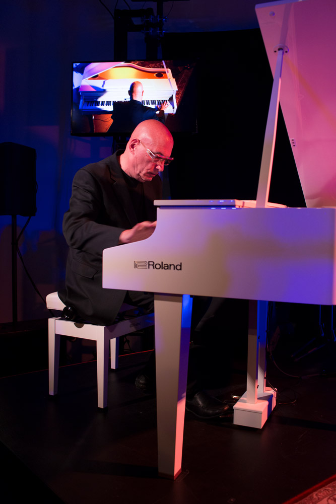 Pianist Mike Garson (David Bowie, Nine Inch Nails, Smashing Pumpkins) performing on the new GP607 mini grand at Six01 Studio on #909day.