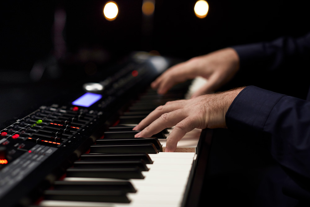 The PHA-50 hammer-action keyboard on the RD-2000 provides authentic grand piano touch.