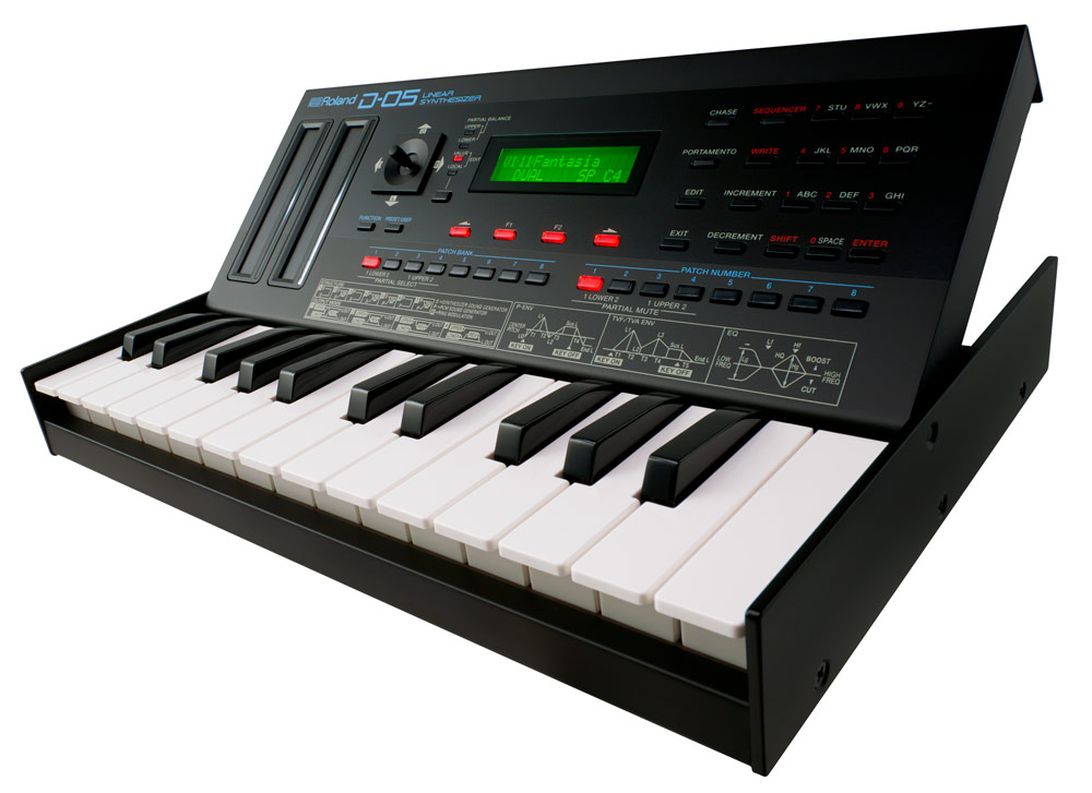 When mounted in the optional K-25m, the D-05 becomes a standalone mini-synth with 25 keys.