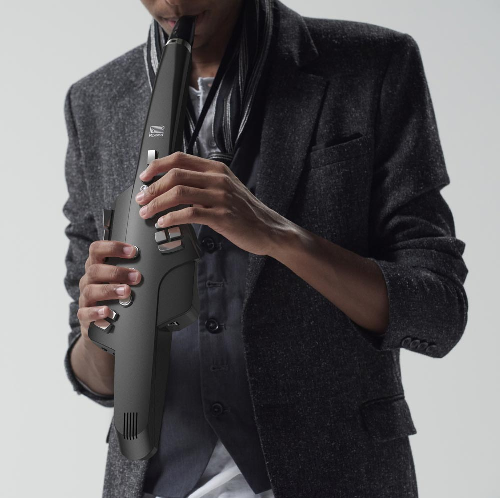 The Roland Aerophone features traditional saxophone fingering, allowing sax players to feel comfortable playing the instrument right away.